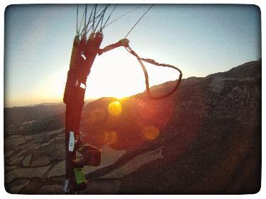 puesta de sol en parapente